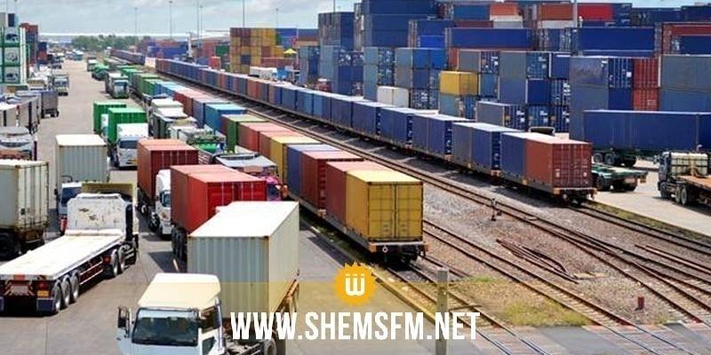 عدد من سواق الشاحنات الثقيلة يدخلون في إعتصام رفضا للمنظومة الجديدة في ميناء رادس