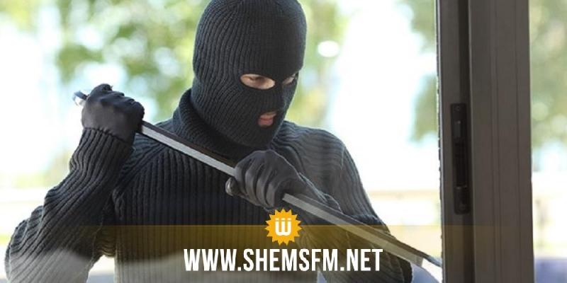 حاجب العيون: القبض على شاب ملثم و يضع على بطنــه وسادة داخل مركز البريد