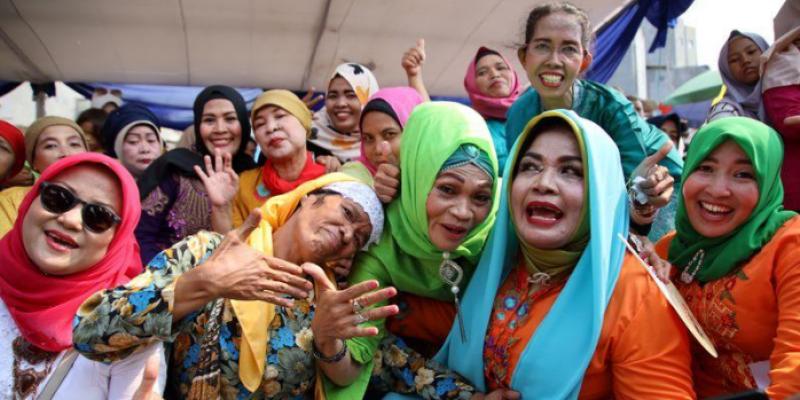 إندونيسيا: عشرات النساء يشاركن في مسابقة للصياح