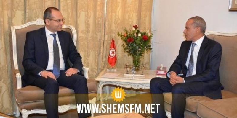 سُبل تفعيل اللجنة الأمنية المشتركة في لقاء وزير الداخلية بالسفير الجزائري