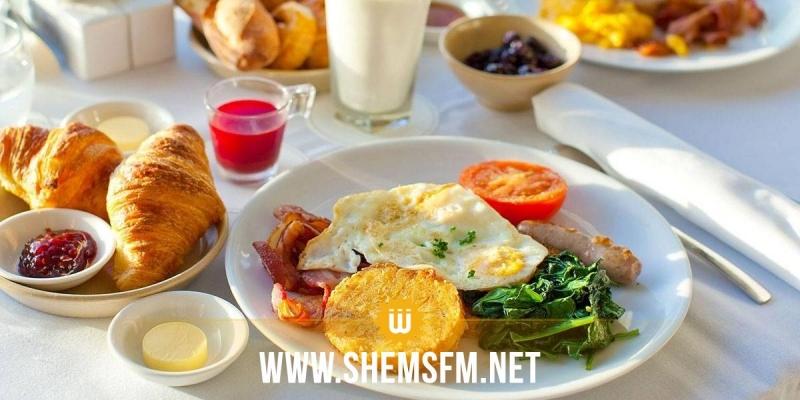 دراسة حديثة: وجبة الإفطار المتأخر تزيد الوزن