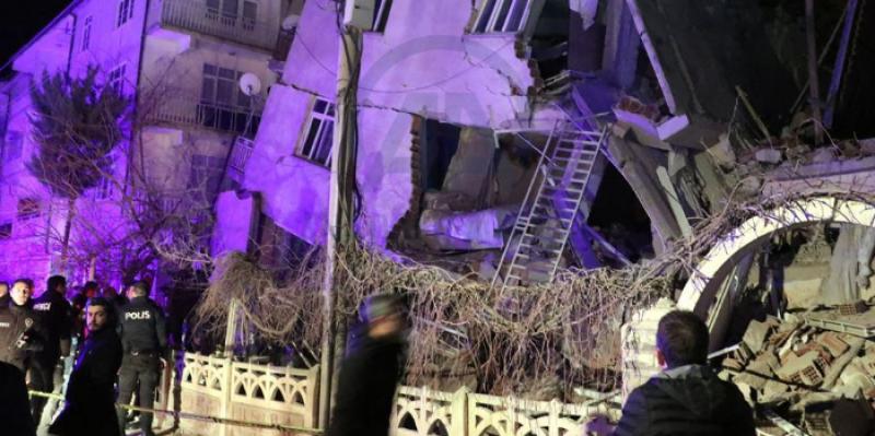 ارتفاع حصيلة ضحايا زلزال تركيا إلى 14 قتيلا و270 جريحا