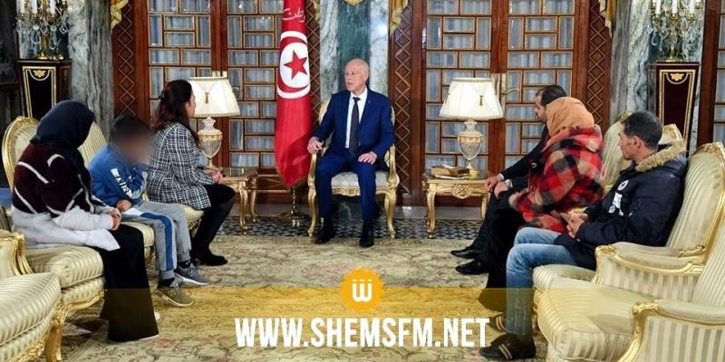 قيس سعيد يلتقي عائلة الفقيد طارق الدزيري أحد جرحى الثورة