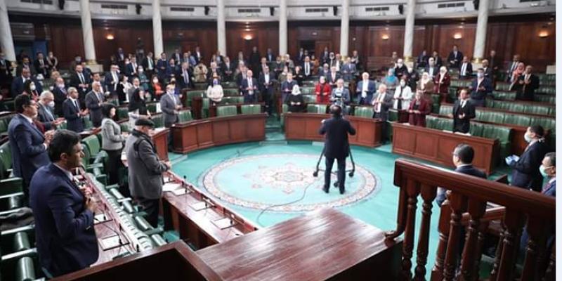 البرلمان: تلاوة الفاتحة ترحما على ضحايا كورونا