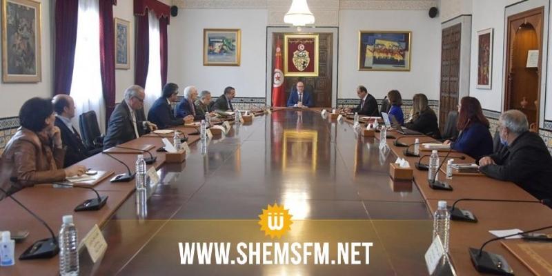 اللجنة العلمية لمجابهة فيروس الكورونا تنظر في تطورات الوضع الوبائي في تونس
