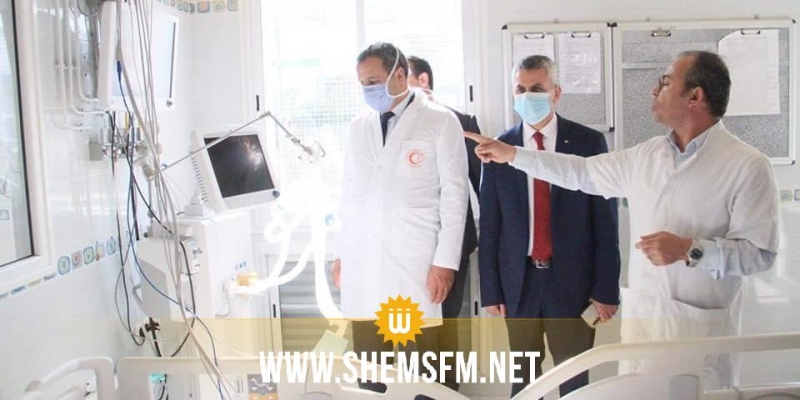 جامعة سوسة تُسلِم جهاز تنفس اصطناعي للمستشفى الجامعي فرحات حشاد