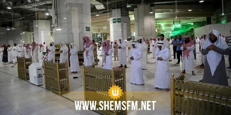 السعودية تنفي استئناف صلاة الجماعة في المساجد