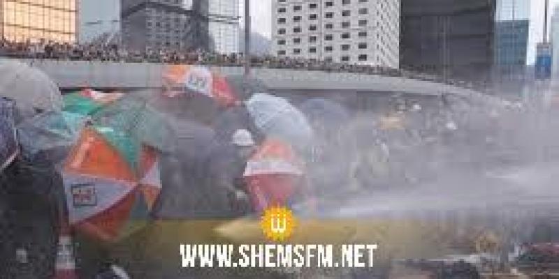 شرطة هونغ كونغ تلجأ إلى الفلفل لتفريق محتجين