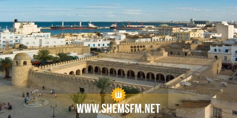 سوسة: الباعة المنتصبون بالمدينة العتيقة يحتجون على قرار نقلهم إلى سوق الأحد