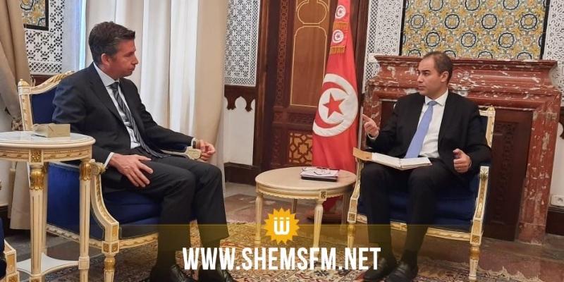 وزير المالية يلتقي السفير التركي بتونس