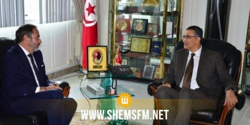 وزير الدفاع يتحادث مع رئيس بعثة الاتحاد الأوروبي بتونس بمناسبة انتهاء مهامه