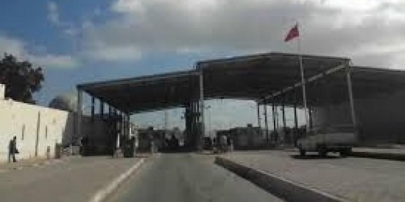 بعد وفاة الأب والسماح بدخول جثمانه إلى تونس: منع أم وابنها من المرور عبر راس جدير