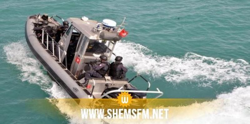 جيش البحر ينقذ 18 تونسيا تعطل مركبهم عرض البحر (صور)
