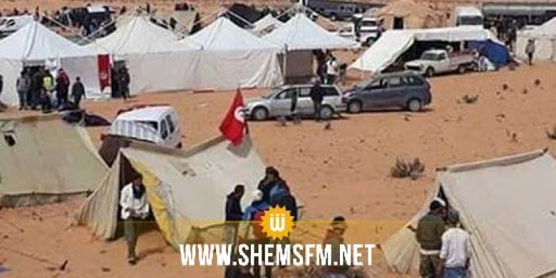 الكامور: عدد من المعتصمين يحتجزون شاحنة مواد غذائية ويستولون على محتوياتها