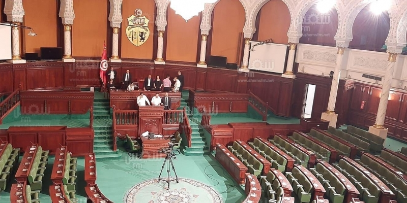 الدستوري الحر يرفع شعار 'لا للإرهاب في مجلس النواب' وسميرة الشواشي ترفع الجلسة