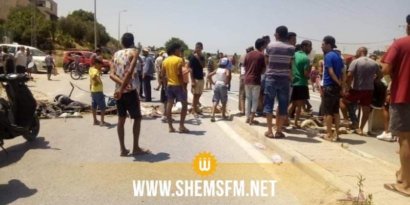 بعد إغلاق الطريق في نفزة بسبب انقطاع المياه: مواطنون عالقون يطالبون السلط بالتدخل