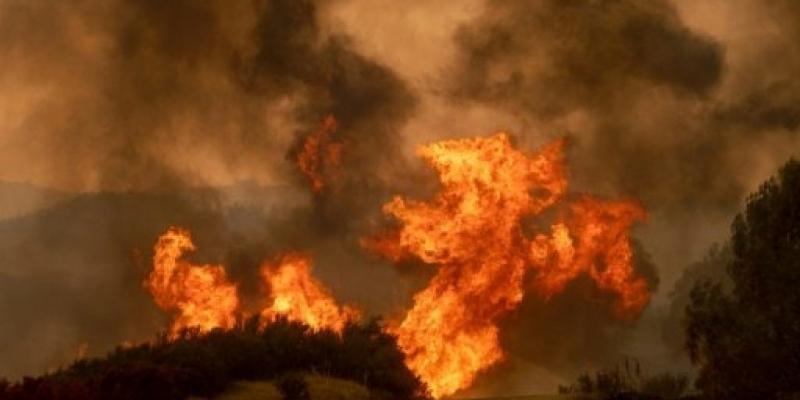 حريق جبل السلوم: اتساع رقعة النيران وأهالي المناطق المتاخمة يوجهون نداء استغاثة