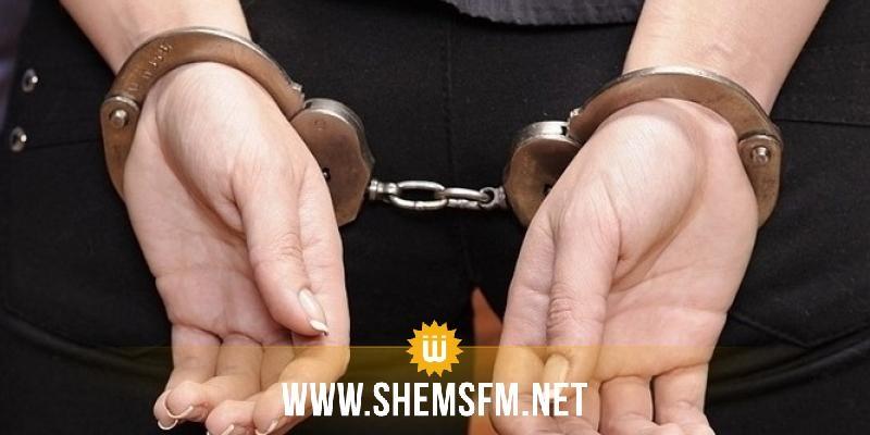 بن عروس: القبض على إمرأة  استولت على مبلغ 25 ألف دينارعندما كانت برفقة شخص على متن سيارته