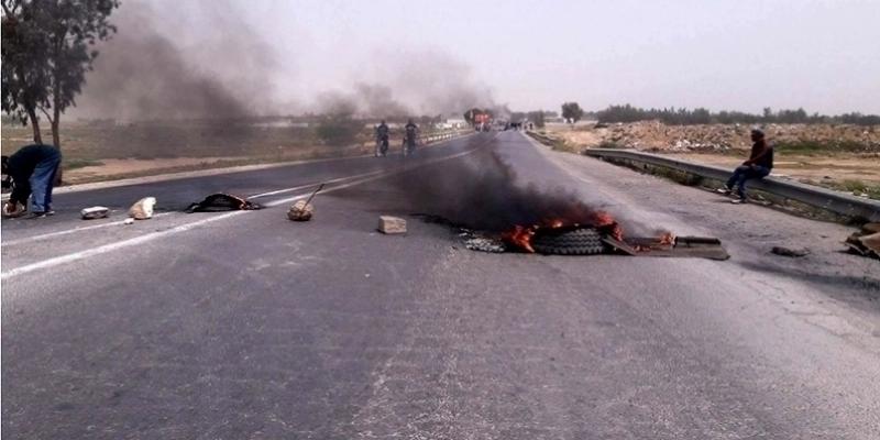 احتجاجا على انقطاع الماء: إغلاق الطريق الجهوية رقم 19 الرابطة بين مدنين وتطاوين