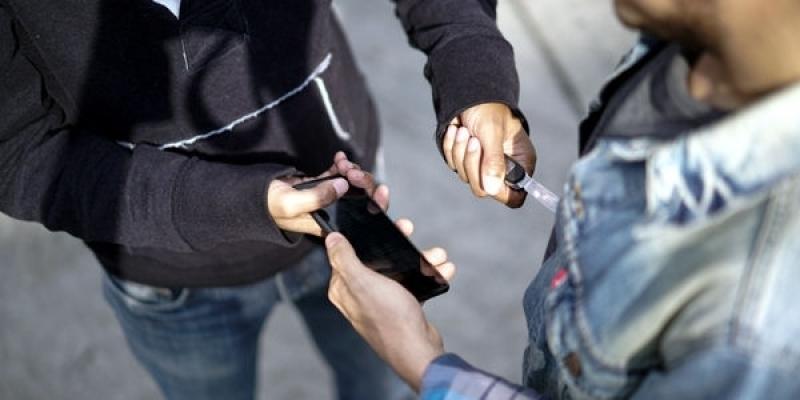 عمره 17 سنة: القبض على شخص سرق هاتف جوّال تحت التهديد بسلاح أبيض في باردو