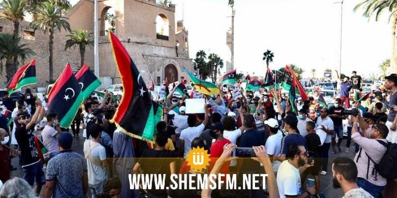 محتجون يضرمون النيران في مقر حكومة شرق ليبيا في بنغازي