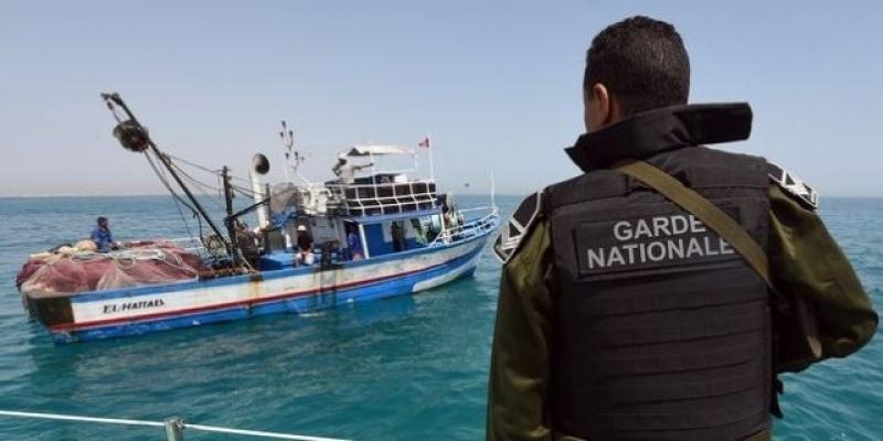 تاه في البحر منذ 4 أيام: إنقاذ مركب هجرة غير نظامية بداخله رضيعان في قرقنة