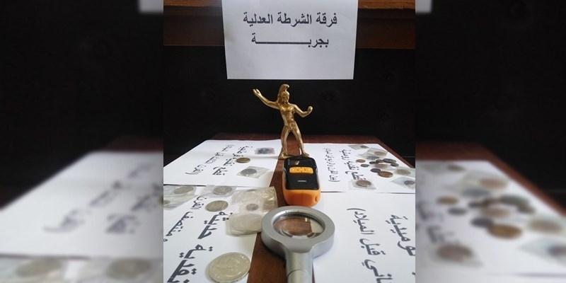 جربة: إيقاف أجنبي بحوزته 40 قطعة أثرية وتمثال نحاسي