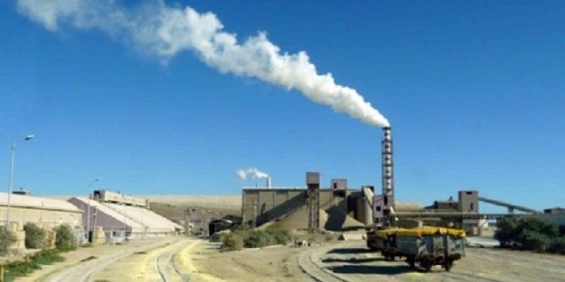 المجمع الكيميائي بقابس: تهديد بتوقيف الإنتاج والدخول في إضراب