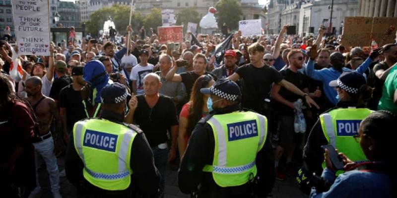 كورونا: اعتقالات بعد اشتباكات بين الشرطة ومتظاهرين في لندن احتجاجا على إجراءات العزل