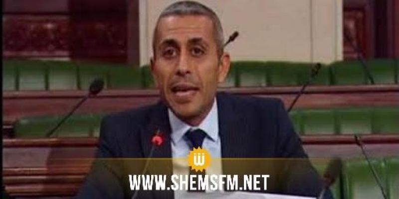 إحتجاجا ضد سميرة الشواشي: عدنان بن إبراهيم يمزق النظام الداخلي للبرلمان