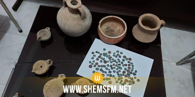 القصرين: القبض على شاب بحوزته  100 قطعة نقدية و 15 تحفة ذات قيمة اثرية و تاريخية