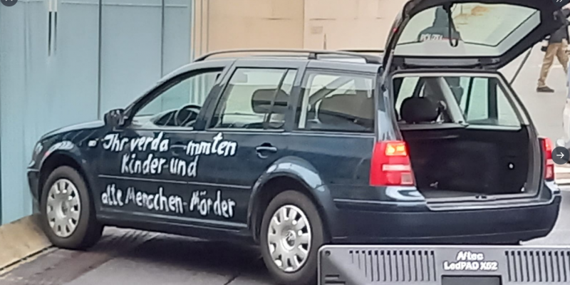 Allemagne : une voiture fonce sur l'entrée du bureau d'Angela Merkel