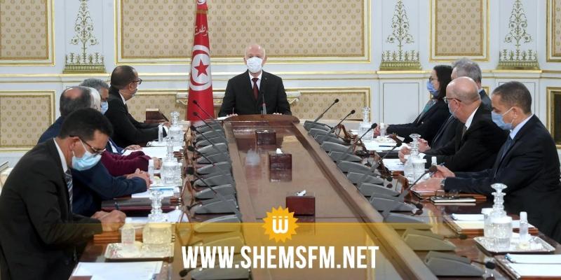 اللجنة المكلفة باسترجاع الأموال المنهوبة الموجودة بالخارج تعقد أول اجتماعاتها