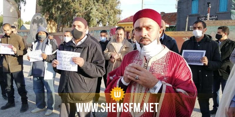 في وقفة احتجاجية: جمعية أيمة المساجد بالقصرين تطالب بإقامة صلاة الجمعة