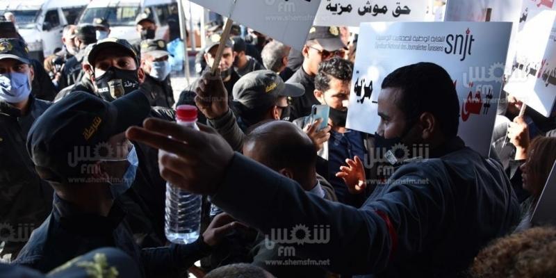 نقابة الصحفيين تُندد بالاعتداءات الأمنية على الصحفيين خلال تحركهم الإحتجاجي