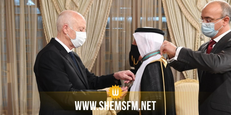 رئيس الدولة يُقلِد السفير السعودي المنتهية مهامه الصنف الأول من وسام الجمهورية