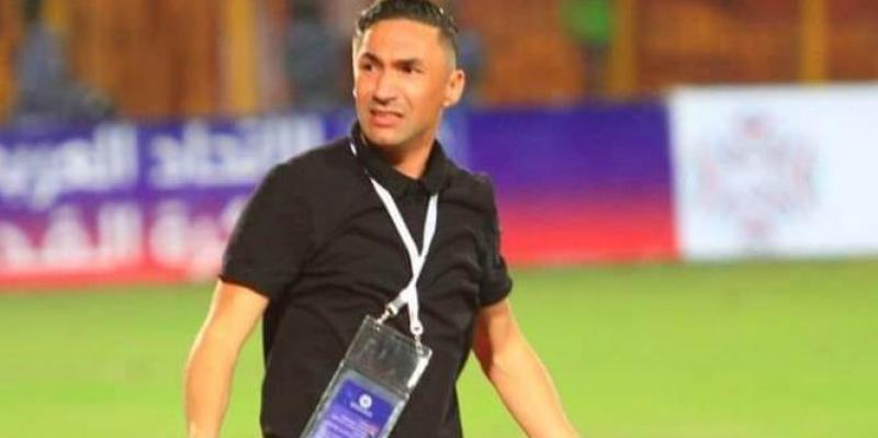 شبيبة القبائل الجزائري يقيل مدربه التونسي يامن الزلفاني