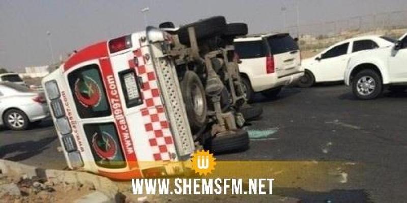 مدنين: انقلاب سيارة إسعاف كانت تُقل 5 أشخاص مصابين بفيروس كورونا المستجد