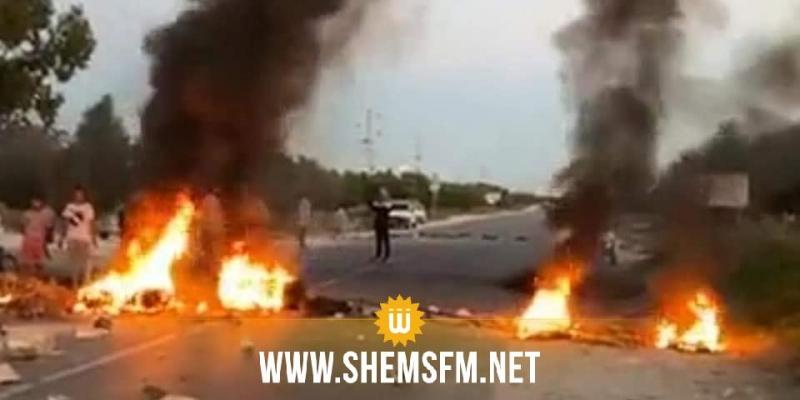 احتجاجات الشابة: حكيمة يؤكد إصابة 4 أمنيين ومحاولة حرق سيارة إدارية