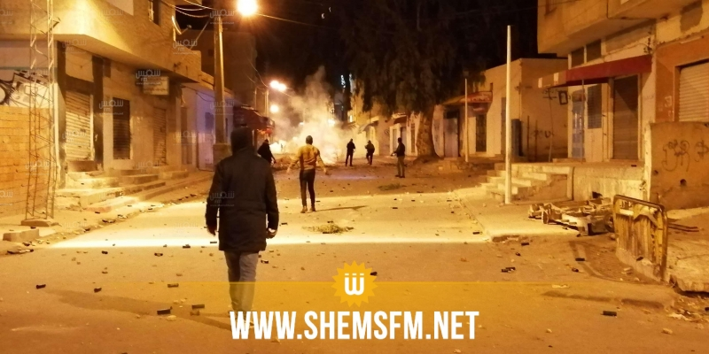 القصرين: إيقاف 15 شخصا بينهم أطفال وتمركز الجيش والأمن أمام بعض المنشآت