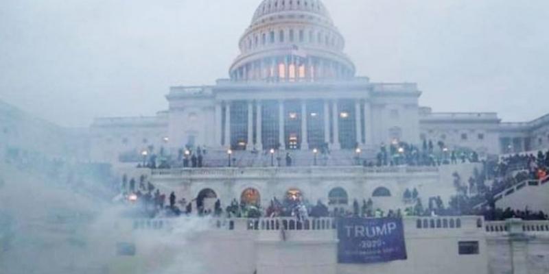 حادثة اقتحام مبنى الكابيتول: مراسلة من رئيس البرلمان إلى رئيسة مجلس النواب الأمريكي