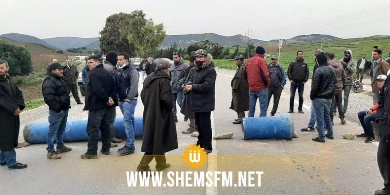 باجة: محتجون يقطعون الطريق المتجه نحو نفزة وطبرقة للمطالبة بالماء