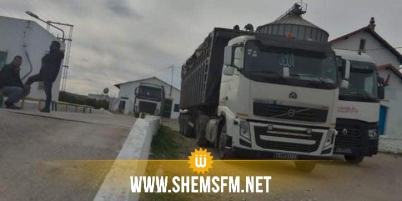 أزمة الأمونيتر: فلاحون في باجة يمنعون الشاحنات من نقل القمح إلى المطاحن