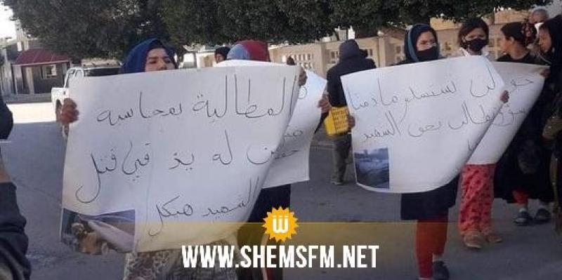 القصرين: عائلة هيكل الراشدي تحتج تطالب بكشف حقيقة وفاة إبنهم ومحاسبة المعتدين