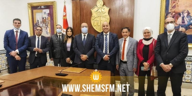 خلال لقائه عدد من النواب عن التونسيين بالخارج: المشيشي يتعهد بمراجعة قرار الحجر الصحي الإجباري بالفنادق