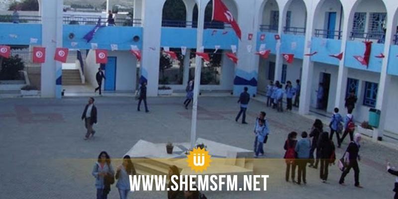 حاجب العيون: وقفة احتجاجية لتلاميذ اعدادية السرجة للتنديد بتعطل الدروس منذ أسبوعين