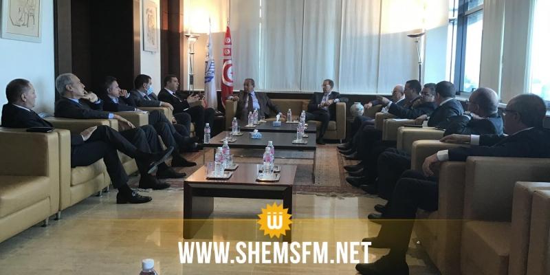 في جلسة بين الأعراف والحكومة: التأكيد على دفع الاستثمار الوطني والأجنبي وتحسين مناخ الأعمال