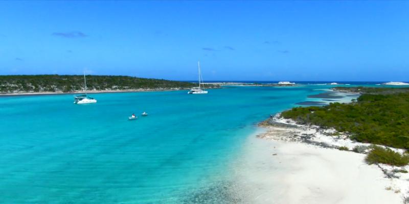 Une île privée des Bahamas mise à la vente aux enchères (vidéo)