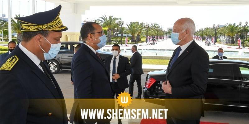 بالصور: رئيس الجمهورية يغادر إلى مصر