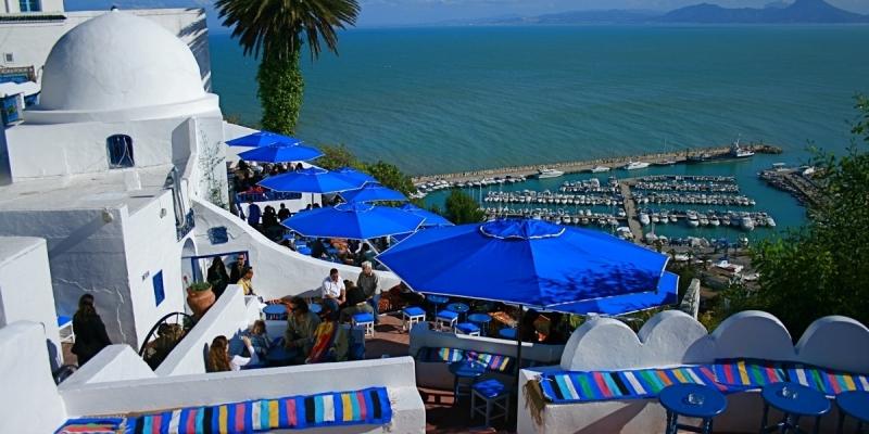 بداية من 19 أفريل: السماح للرحلات الجماعية المنظمة بدخول تونس